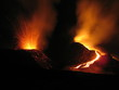 cratère en éruption - 2034010