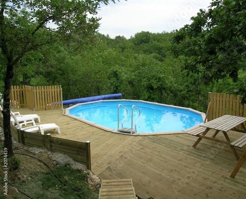 Piscine hors sol photo libre de droits sur la banque d for Tarif piscine hors sol