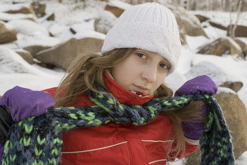 girl fastens a scarf.