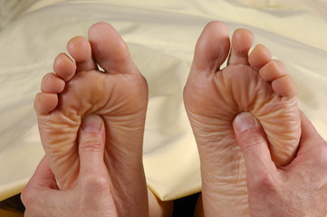 reflexology foot massage both feet