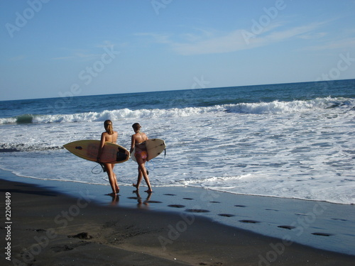 surfer girls at el tunco beach - el salvador.