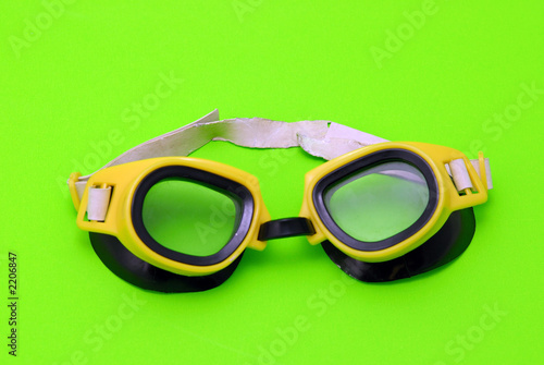 yellow swiming glasses