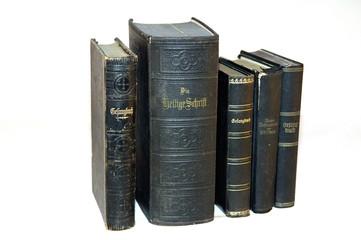 die bibel und gesangsbücher