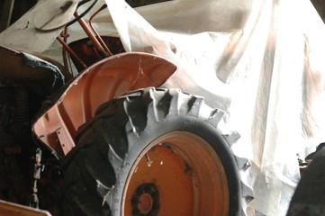 tracteur sous bâche