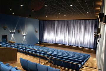 kinosaal blau
