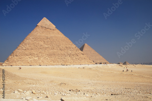 the pyramids in giza