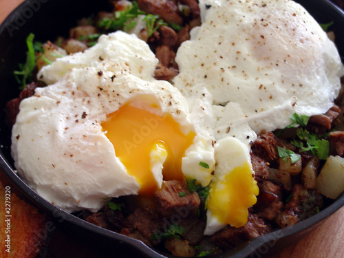 poasched eggs on hash