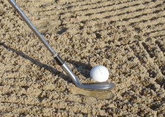 dans le sable avec le sand-wedge