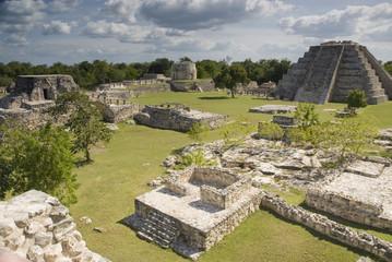 mayapan ruin site