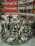 cafeteria dans un centre commercial poster