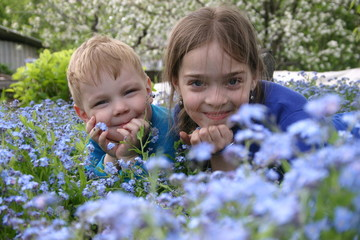 childern in blue_2