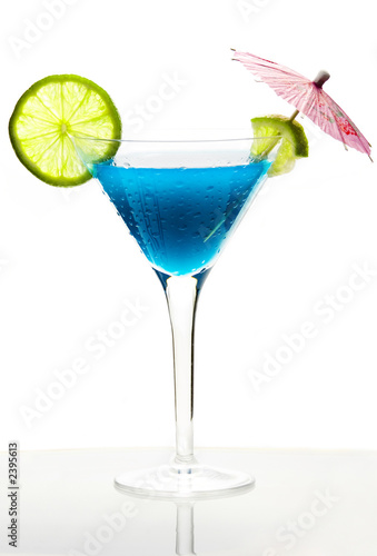 Коктейль с синий Кюрасао stock photography.
