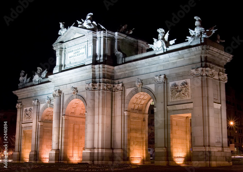 Fotobehang Madrid puerta de alcala at night