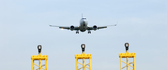 avion à l'atterrissage