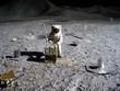 Leinwanddruck Bild - astronaut collecting lunar artifacts