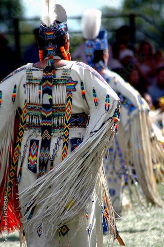 In de dag Indiërs dancers with fringe swaying