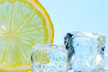 slice of lemon and ice cubes