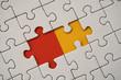 puzzle blanc, rouge et jaune