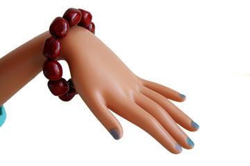 main avec bracelet