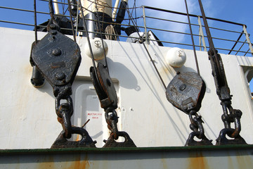ship's pulleys