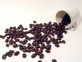 tazzina e chicchi di caffè