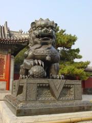 dragón de bronce en el palacio de verano beijing