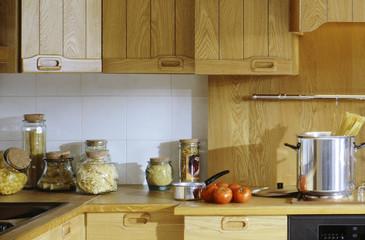 cuisson des pâtes dans une cuisine