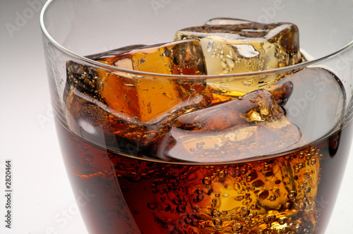 glass of cola drink with ice closeup (1)