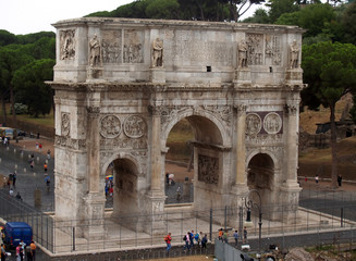 an arch near the colosseum in rome