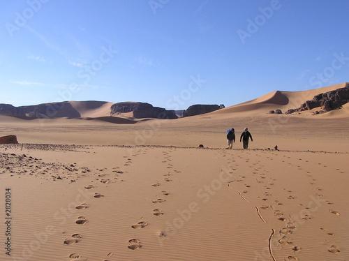 Tuinposter Algerije randonneurs dans le sahara
