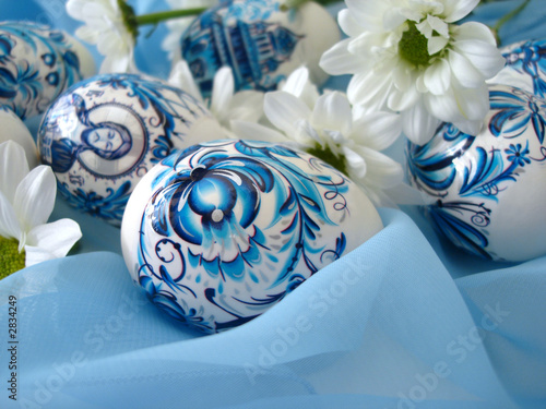 beautiful blue easter eggs with white flowers