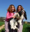 soeurs jumelles et chien