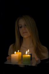 donna con candele