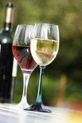 glas mit rotwein und wei§wein