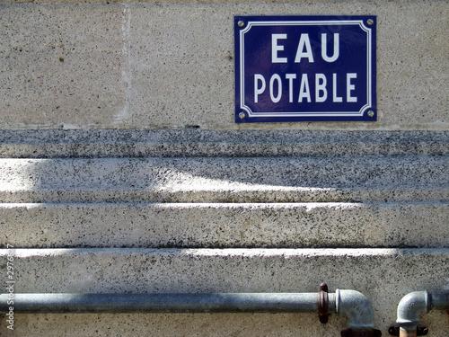 plaque eau potable sur mur