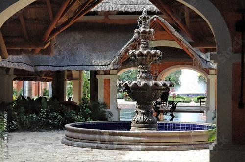 Leinwanddruck Bild fontaine hotel 2