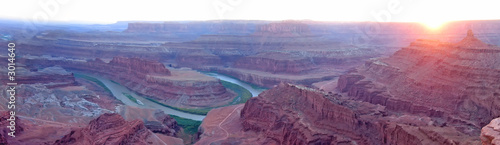 dead horse point with the colorado river at the sunset, canyonla