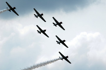 airplanes in an airshow