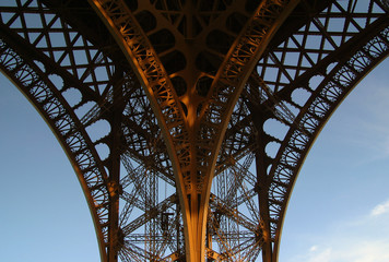 eiffel tower ornate leg