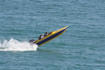 barco em velocidade