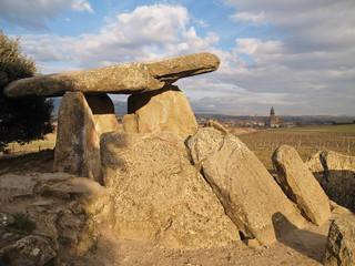 antiguo dolmen en la rioja, españ