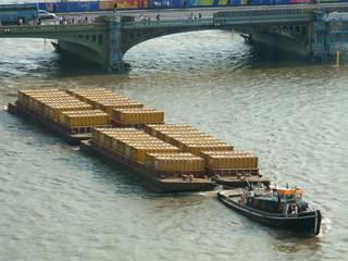 barca trasporto chiatte