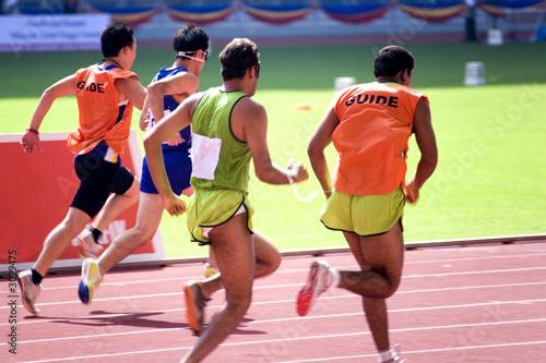Papiers peints Jogging men's 100 meters for blind persons