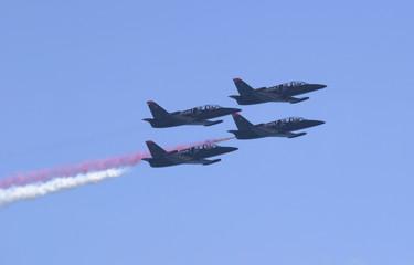 patriot jets, flying right