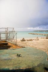 bateau de peche par temps orageux