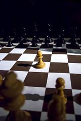 pion de jeu d' échecs isolé symbole d' exclusion