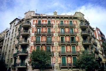 ornate building in barcelona