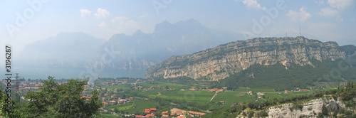 Poster garda lake with high mountains on the coast, italia, panorama