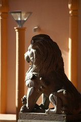 lion de pierre