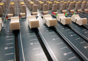 mixer / mixing board / mixing console